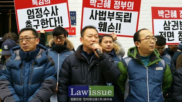 투쟁발언하는 김주업 공무원노조 위원장