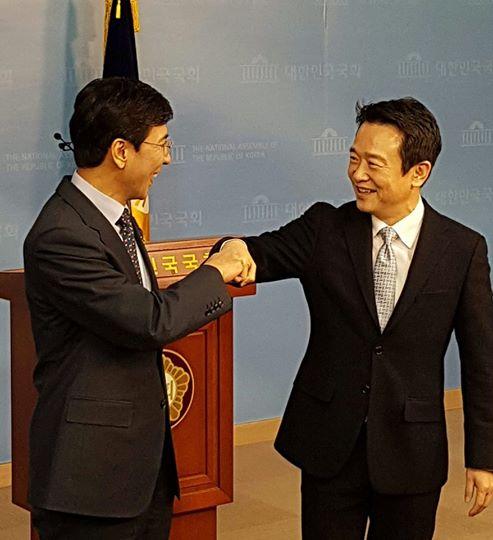 안희정 충남도지사와 남경필 경기도지사(사진=남경필 지사 페이스북)