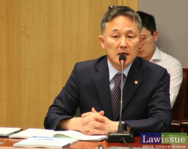 형사소송법 개정안을 대표발의한 표창원 더불어민주당 의원