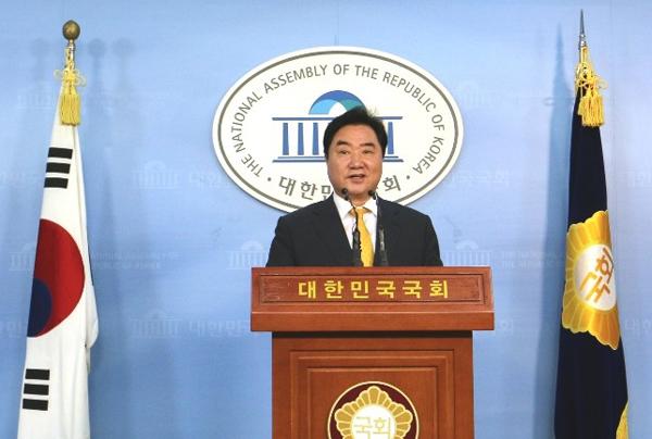 국회 부의장을 역임한 이석현 의원