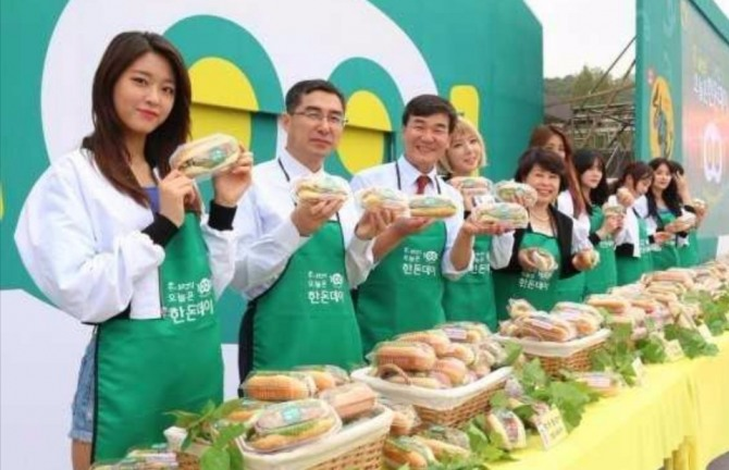 (사진) 한돈데이에 참석한 이병규 회장 / 사진제공 = 한돈협회